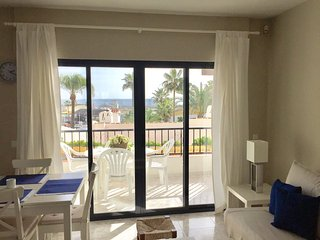 Seaview-Beachfront Apartment in Puerto de Cabopino