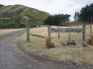 Kawakawa Station Farm Cottage, self-catering