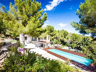 Stunning 4 bedroom villa on the hill above Es Cavallet, Talamanca