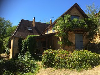 Stylish country cottage in one of the prettiest secret villages of the Dordogne, Mauzens-et-Miremont