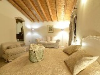 ELEGANT AND CHARMING ITALIAN COUNTRY HOUSE, Castellaro Lagusello