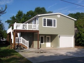 Pier home 5 min walk to the beach! Golf Cart/WiFi Included! Gated Community!