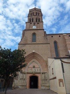 EGLISE ST NICOLAS XII ème siècle de style gothique située dans la rue St Nicolas.