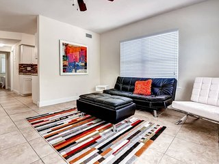 Sleek 2BR Miami Beach Apartment w/Wifi, Private Balcony & Modern Kitchen, North Bay Village