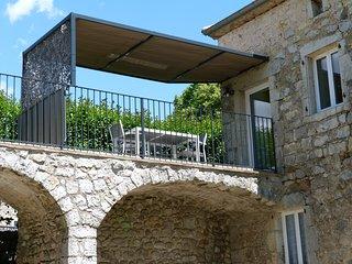 Gite de caractere dans Bastide en pierres (Auzon)