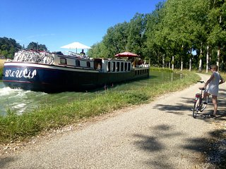 Private Cruise and Bike Tours -   THE BURGUNDY CANAL  - NEAR DIJON  - 6 max.