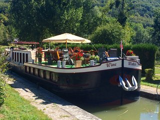 Discover summertime in Burgundy -  Cruise  & Wine Taste, DIJON -Burgundy Canal