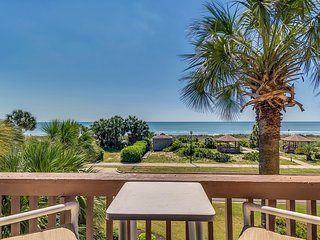 Luxury Oceanfront condo with free beach chairs!, Myrtle Beach