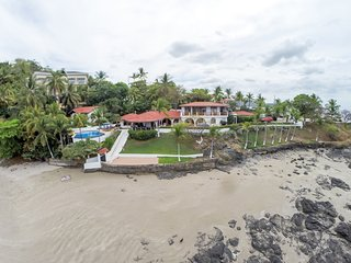 Casa de la Playa: 7 bedroom beachfront house in Flamingo, Playa Flamingo