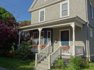 Spacious Intown Home W/Large Office Area Too. Near Ocean, Hulls Cove