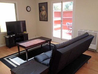 Hollywood Oasis - Los Feliz W/ Amazon Firestick (Netflix)
