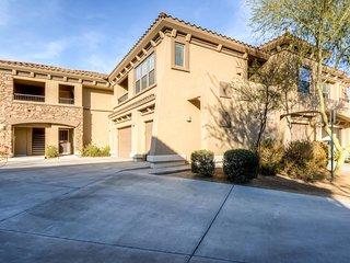 Upscale 2BR Scottsdale Condo w/Wifi, Private Balcony & Community Pool Access - Near Multiple Golf Courses, Great Restaurants & Camelback Mountain!