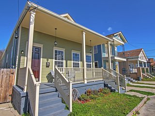 Spacious 4BR New Orleans House w/Wifi, Covered Front Porch & Private Fenced