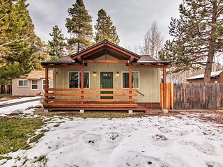 Bright & Cozy 2BR South Lake Tahoe Home w/Wifi, Gas Fireplace & Gorgeous Views – Close to Heavenly Ski Resort!