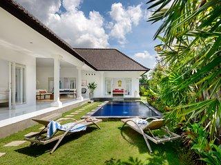 Whitehouse Bali Dua, Canggu
