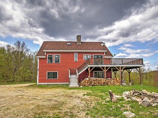 'Presidential View House on Prospect' Secluded 3BR Bethlehem Home w/Wifi & Majestic Views of the Presidential Mountain Range! Close to Skiing, Hiking, Shopping, Dining & More!, Bethléem