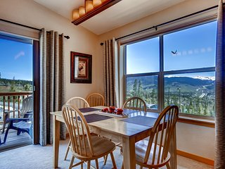 Picturesque 2BR Silverthorne Condo w/Wifi, Heated Community Pool & Hot Tub Access - Close Proximity to Ski Resorts & Breathtaking Rocky Mountain Views!