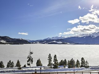 Awesome 2BR Dillon Condo w/Wifi, Hot Tub & Full Kitchen - Enjoy World Class Views of the Rocky Mountains!