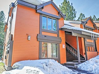 Low Introductory Rate! Outstanding 1BR Mammoth Lakes Condo w/Wifi, Wood Burning Fireplace, Private Balcony & Hot Tub Access - Great Location! Close to Skiing, Hiking, Golf, Downtown & More!