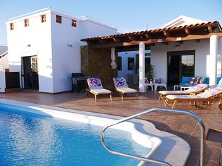 Villa Grace - Stylish Family 4 bed heated pool, Caleta de Fuste