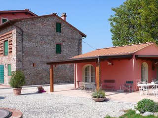 'Encantea' .. lovely country house, apartment 'Melissa' at just 2 km from Lucca