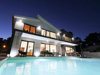 Casa Marcelo, Luxurious Villa, Heated Swimming Pool, WiFi, Gym, Close to Beach