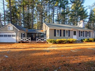 Gorgeous 3BR Cabin-Style North Conway Home w/Wifi, Game Room & Breathtaking Mountain Views - Close to White Mountain Ski Areas!