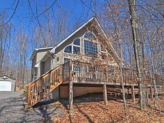 Wonderful 3BR + Loft Pocono Lake House w/Wifi & Private Wraparound Deck