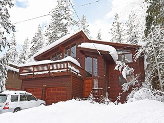 Unique, Modern Cabin in the heart of Dollar Point, Tahoe City