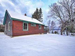 NEW! 2BR Rangeley Cabin w Lake and Mtn Views!
