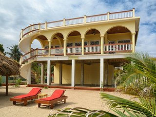 Beachfront ,Mellow Yellow Beach House with 2 Master Suites and a Roof Top Deck, Hopkins