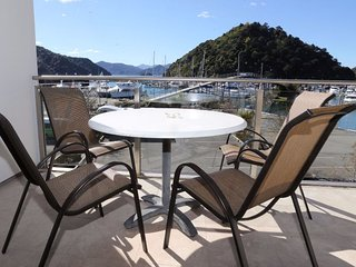 Luxury Waterfront 1 Bedroom Dockside Apartment, Picton