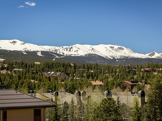 SKI IN/OUT at Peak 9! Remodeled! Stunning Mountain Views! Pool & Hot Tubs! Walk to Breckenridge Shops! 10% OFF Thru May 31