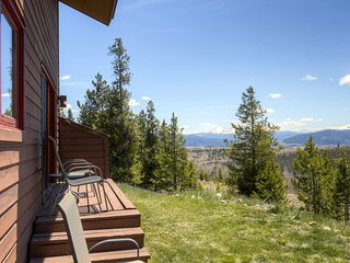Magnificent 2BR + Sleeping Loft  Silverthorne Condo w/Wifi, Mountain Views