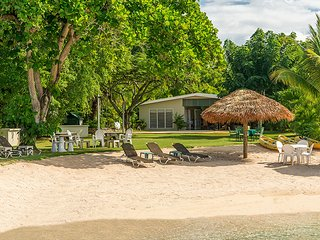 Linga-Awile Cottage on the Beach, Discovery Bay