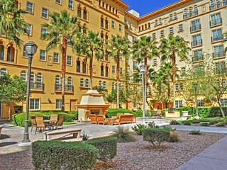 Amazing 2BR Las Vegas Condo w/Wifi, Balcony & High-End Resort Amenities - Close