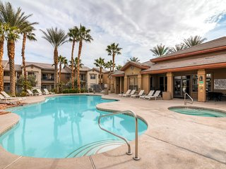 Inviting 2BR Las Vegas Apartment Home w/Wifi, Private Balcony & Pool/Hot Tub Access – Prime Central Location! Close to Countless Infamous Vegas Attractions!