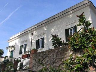 3 bedroom Villa in Vietri sul Mare, Amalfi Coast, Campania, Italy : ref 2135487, Dragonea