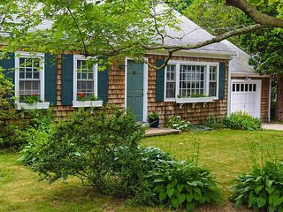 Charming Cape Home In Village, Falmouth