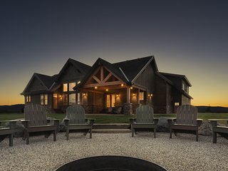 Tetonia Wilderness Lodge - Vacation Rental Dream with Hot Tub, Driggs