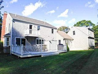 Walk to Pleasant Street Beach, Renovated, Central AC, King Bed & WIFI - CM0641
