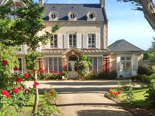 Le Haut Fossé - magnificent 19th century Normandy villa with garden and direct access to the beach, Grandcamp-Maisy