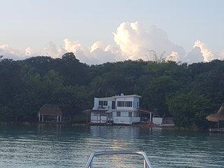 Casa vacacional a orilla de la Laguna de Bacalar