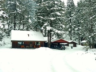Luxurious log cabin getaway at White Pass, Naches