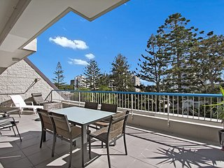 Border Terrace unit 6 - Large apartment walk to beaches and clubs