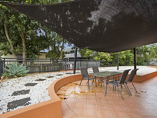 Peurto Vallerta unit 3 - Great value, great location in Coolangatta, Southern Go