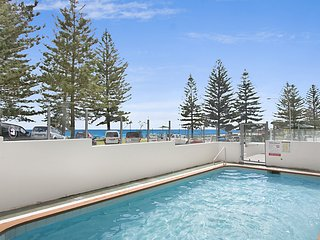 Rainbow Pacific unit 12 - Right on the beach in Rainbow Bay Coolangatta