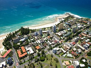 Maybury unit 1 - 70 Metres walk to Rainbow Bay beach, Coolangatta