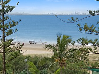 Kooringal unit 24 - Beachfront and centrally located between Tweed heads and