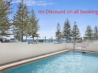 Rainbow Pacific Unit 2 - Right on the beach in Rainbow Bay Coolangatta Gold Coas